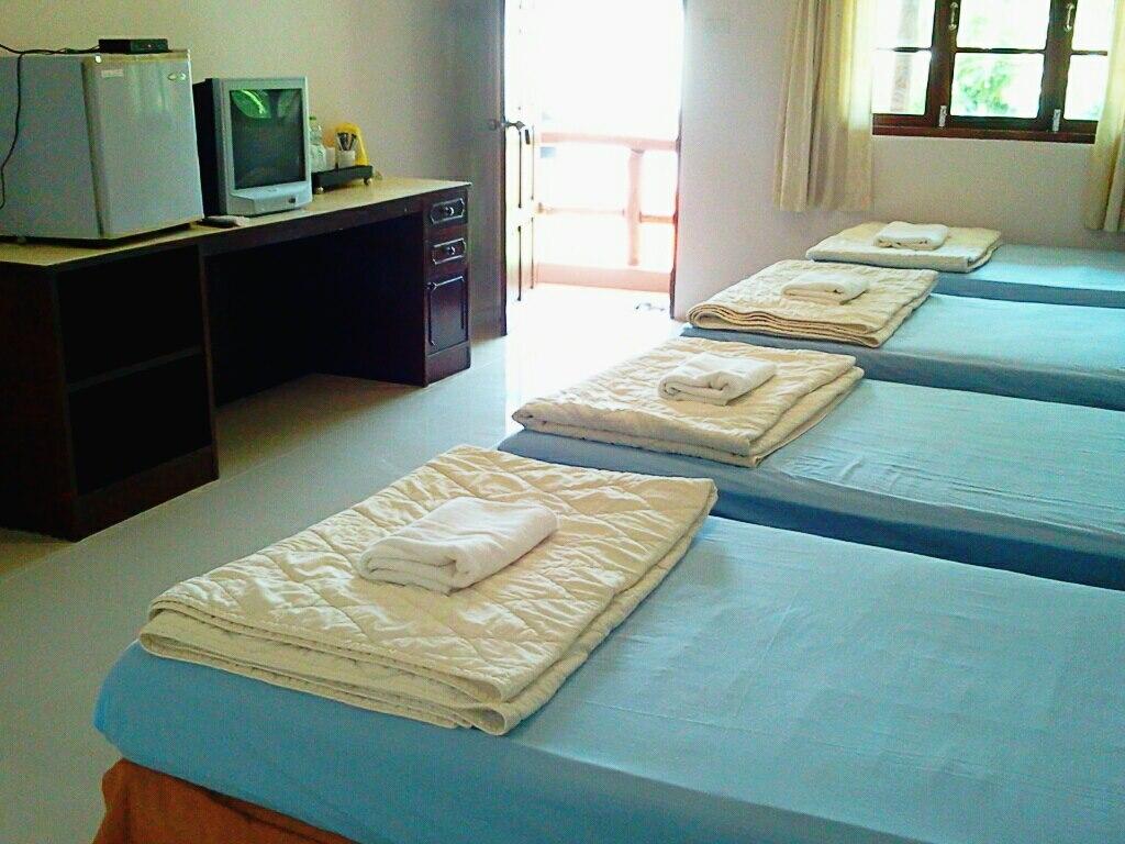 ห้องพักรวม แบบ 4 เตียง ราคา 2000 บาทต่อห้อง (มีทั้งหมด จำนวน 7 ห้อง)