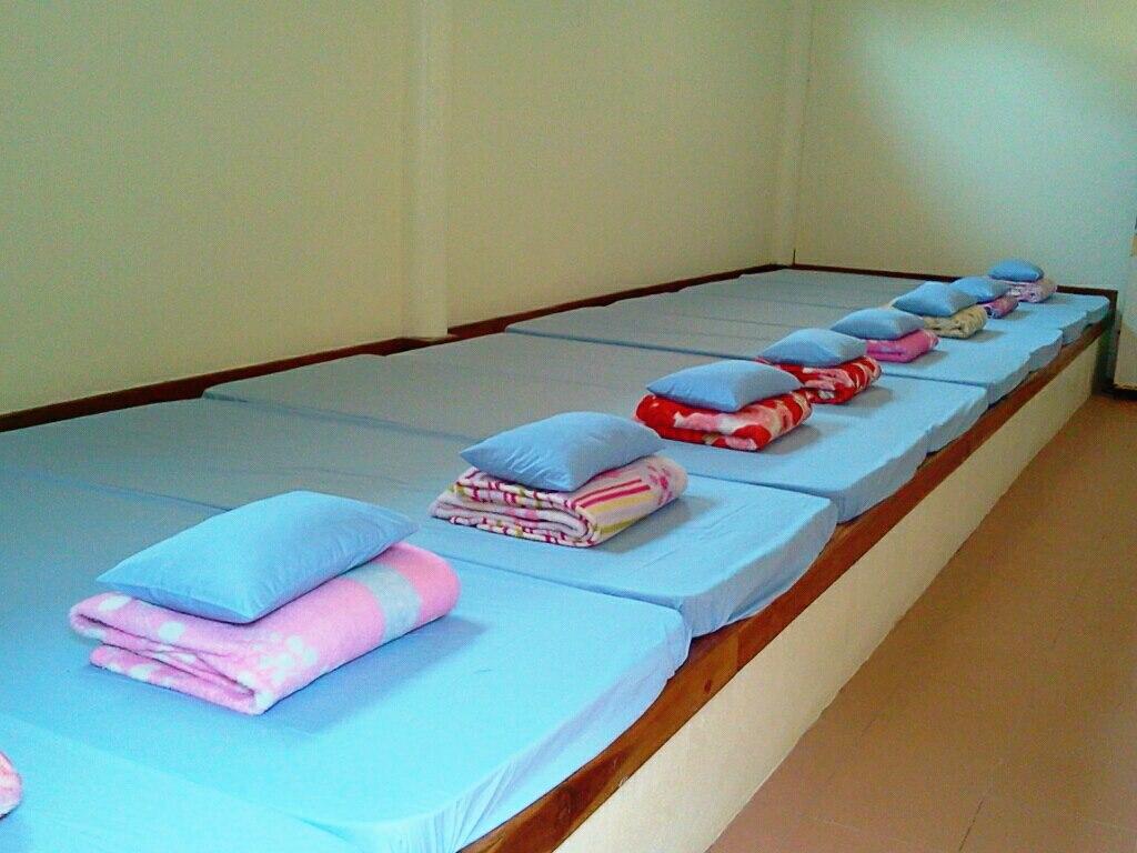 ห้องพักรวม 14-24 ท่าน ราคาเริ่มต้นที่ 4,200-7,200 บาทต่อคืน (มีทั้งหมด จำนวน 8 หลัง)
