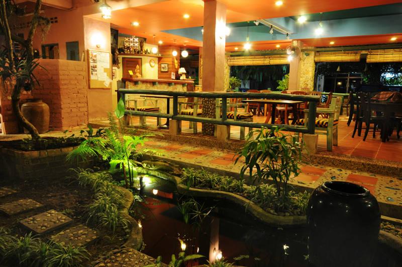 คาซ่า บราซิล โฮมสเตย์ แอนด์ แกลเลอรี่ (Casa Brazil Homestay & Gallery) ที่พักแถวหาดกะรน จังหวัดภูเก็ต