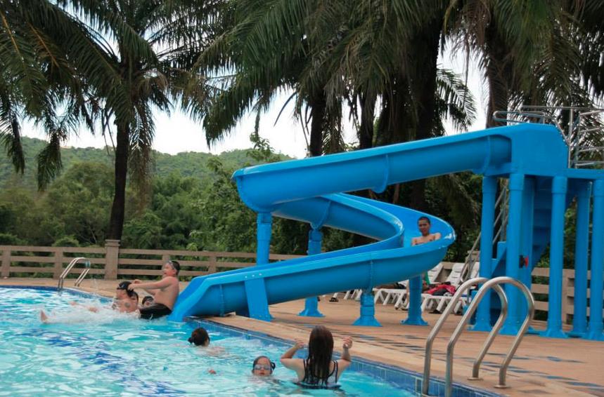 สไลด์เดอร์สระว่ายน้ำ