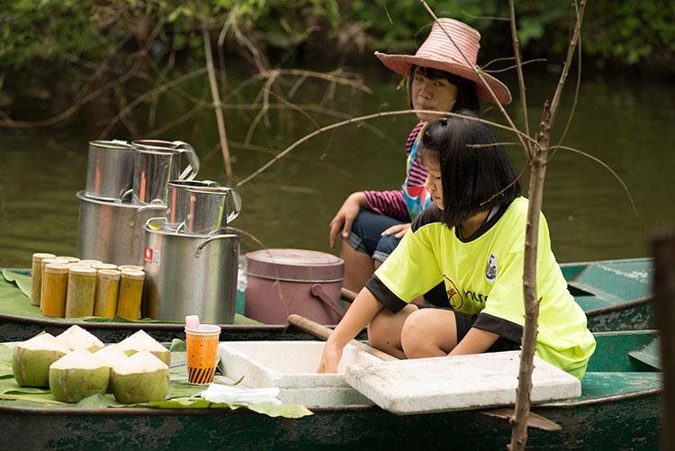เที่ยวตลาดน้ำกวางโจว อำเภอหนองหญ้าปล้อง จังหวัดเพชรบุรี