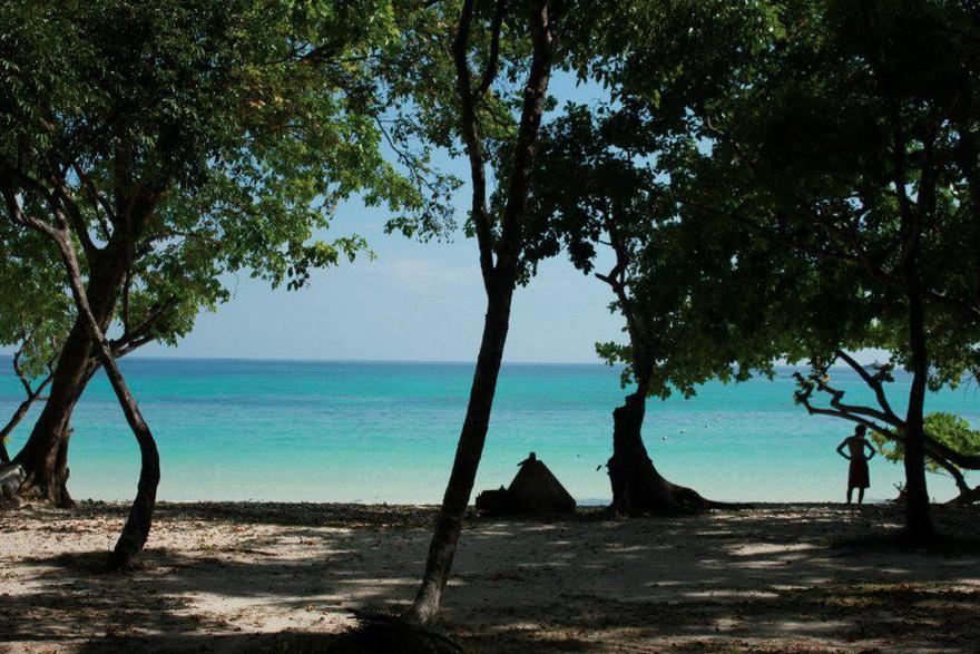 เที่ยวทะเลตรัง ถ้ำมรกต เกาะกระดาน เกาะมุกด์ ดำน้ำดูปะการัง ดูปลาดาว ตกหมึก ตกปลา จังหวัดตรัง