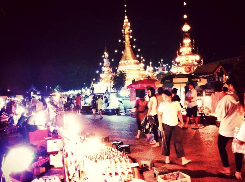 ถนนคนเดินแม่ฮ่องสอน ภาพโดย คุณ Note Natthanan