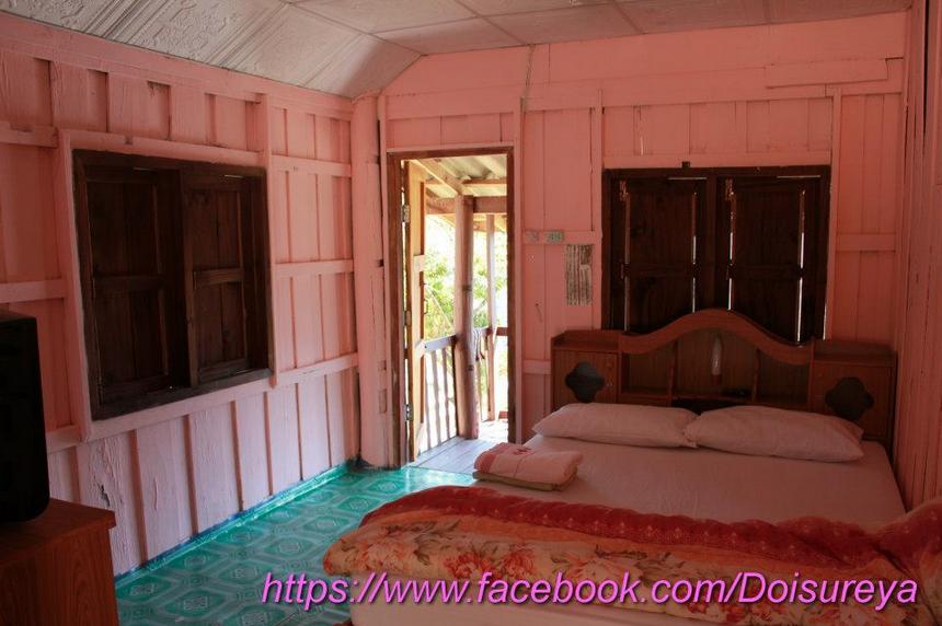 ทาสีชมพูสดใส มีทีวี ห้องน้ำในตัว