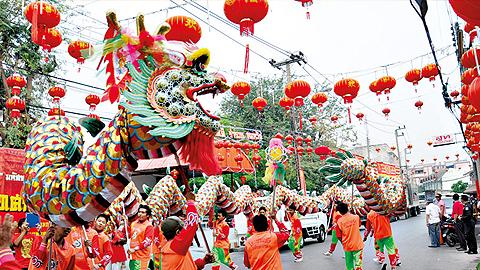 ตรุษจีนโคราช 57 เฮง เฮง เฮง 30 มกราคม - 2 กุมภาพันธ์ 2557 ณ จังหวัดนครราชสีมา