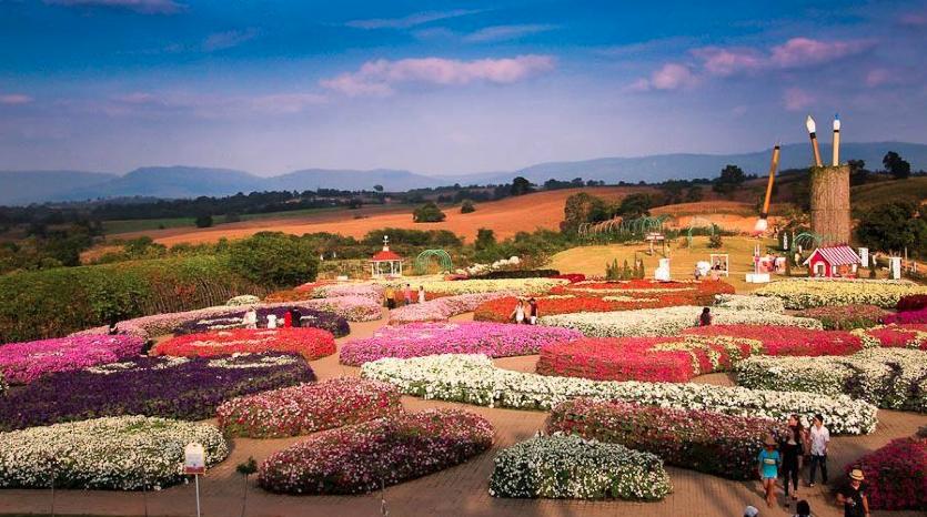งานฟลอร่า พาร์ค (Flora Park) 1 พฤศจิกายน 2557 – 28 กุมภาพันธ์ 2558 ณ อำเภอวังน้ำเขียว จังหวัดนครราชสีมา