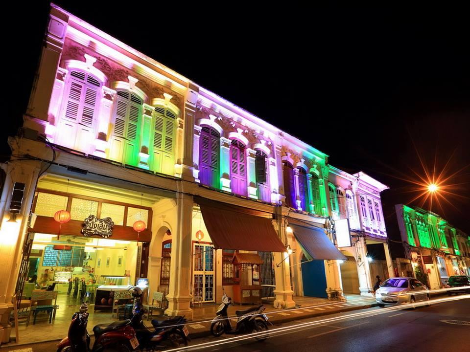 """งานถนนคนเดินภูเก็ต หลาดใหญ่ (Phuket Walking Street """"Lard Yai"""") ทุกวันอาทิตย์ เวลา 16.00 น. - 22.00 น. ณ ถนนถลาง จังหวัดภูเก็ต"""
