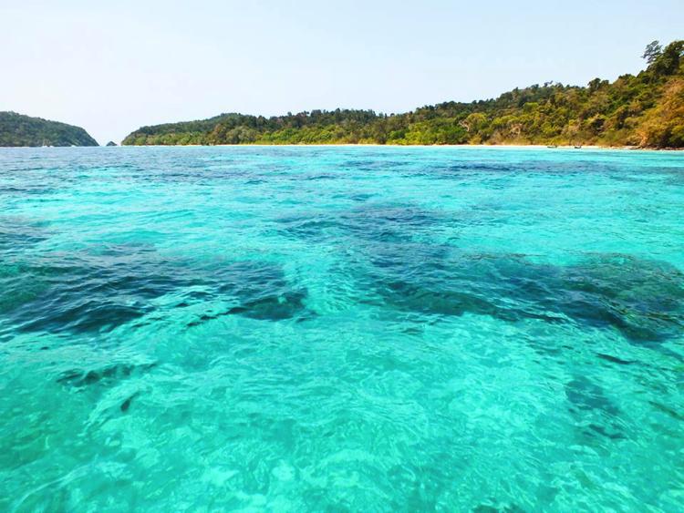 เกาะรอกสวยใสไม่แพ้ที่ใด