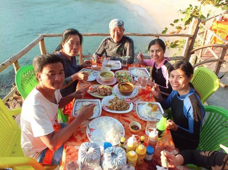 อาหารสดๆ จากทะเล พร้อมเสิร์ฟถึงที่
