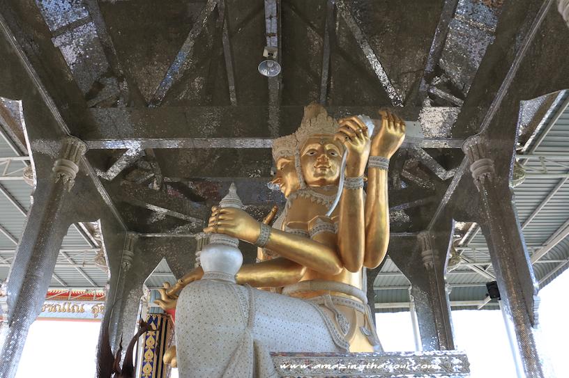 กราบไหว้พระพรหมองค์ใหญ่ วัดบางกุฎีทอง จังหวัดปทุมธานี