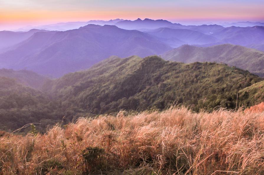 สันคมมีด เขาช้างเผือก อุทยานแห่งชาติทองผาภูมิ จังหวัดกาญจนบุรี