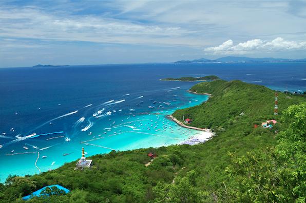 หาดสวยทะเลใสต้องมาที่เกาะล้าน จังหวัดชลบุรี