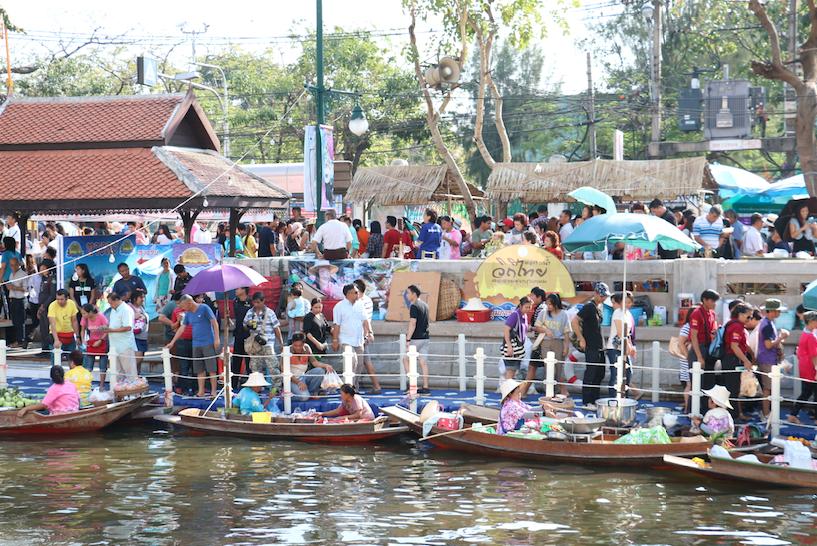 เที่ยวตลาดน้ำวิถีไทย คลองผดุงกรุงเกษม 12 กุมภาพันธ์ – 1 มีนาคม 2558 ณ บริเวณสะพานอรทัย ถึงบริเวณเชิงสะพานมัฆวานรังสรรค์ เขตพระนคร กรุงเทพฯ
