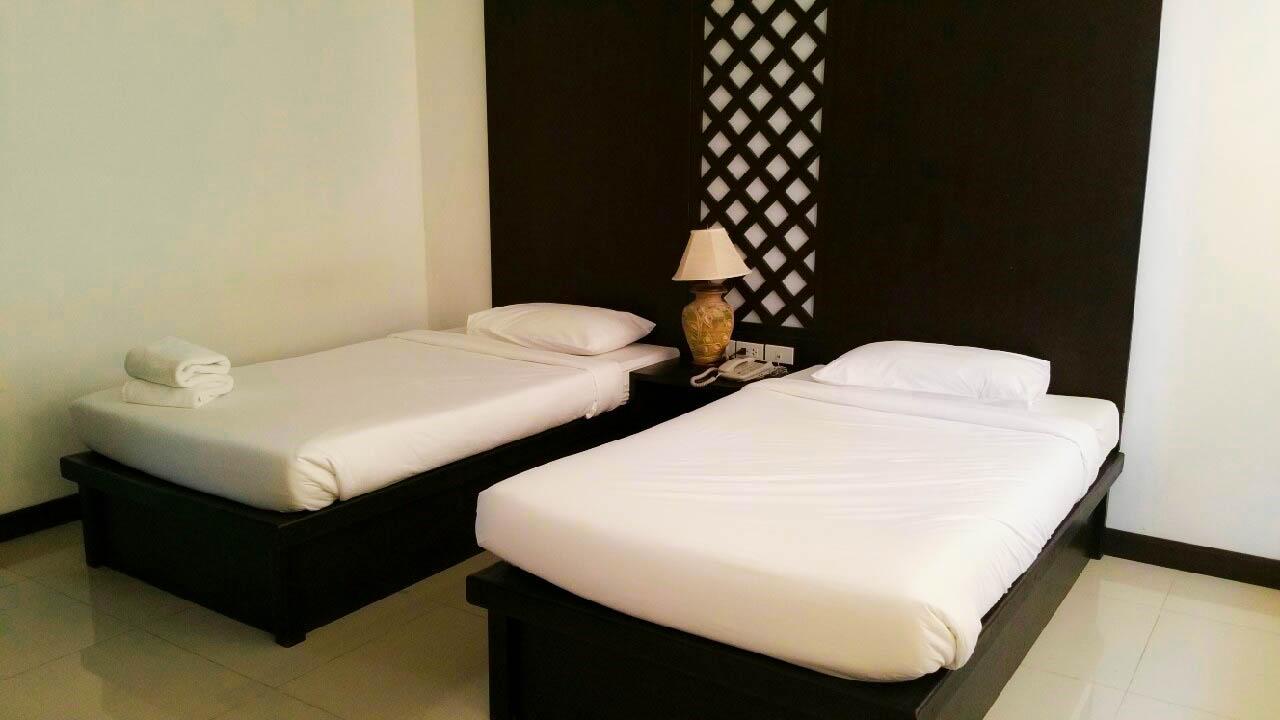 โรงแรมนานาบุรี (Nanaburi Hotel) จังหวัดชุมพร