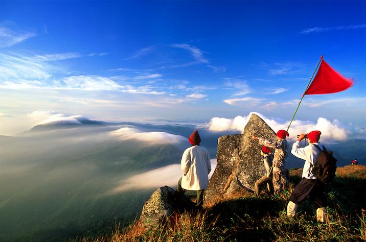 พิชิตยอดเขาโมโกจู อุทยานแห่งชาติแม่วงก์ จังหวัดกำแพงเพชร
