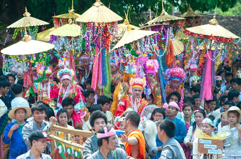 งานประเพณีปอยส่างลอง (บรรพชาสามเณรภาคฤดูร้อน) วันที่ 1-3 เมษายน 2560 ณ วัดปางล้อ จังหวัดแม่ฮ่องสอน