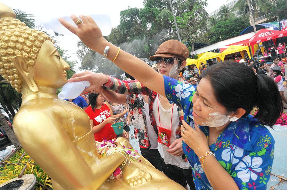 งานสุดยอดสงกรานต์อีสาน เทศกาลดอกคูน เสียงแคน และถนนข้าวเหนียว ประจำปี 2561 จังหวัดขอนแก่น