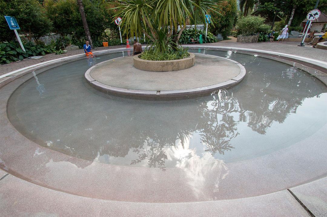 บ่อน้ำร้อนสวนสาธารณะรักษะวาริน