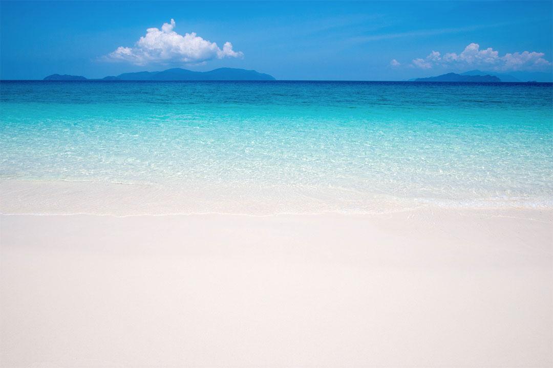 หาดทรายขาวประดุจแป้ง