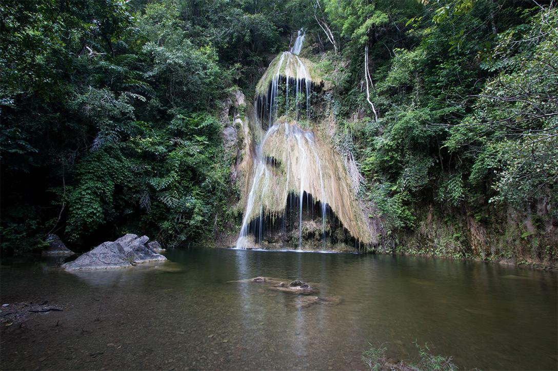 น้ำตกผาน้ำหยด (Pha Nam Yod Waterfall) จังหวัดเพชรบุรี