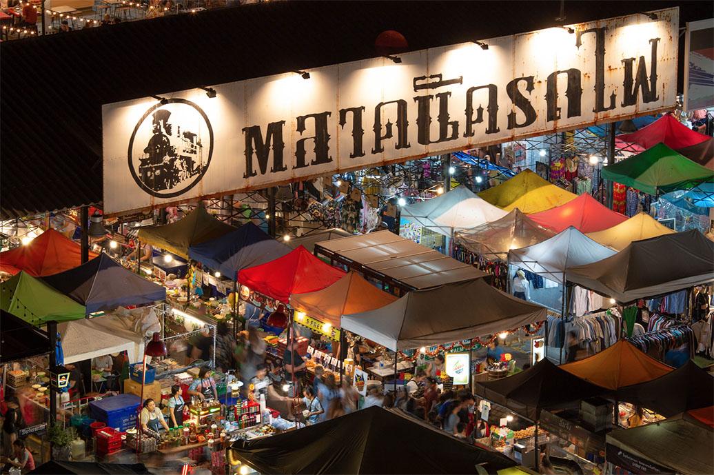 ตลาดนัดรถไฟรัชดา (Train Night Market Ratchada) แหล่งท่องเที่ยวยามค่ำคืนในกรุงเทพฯ