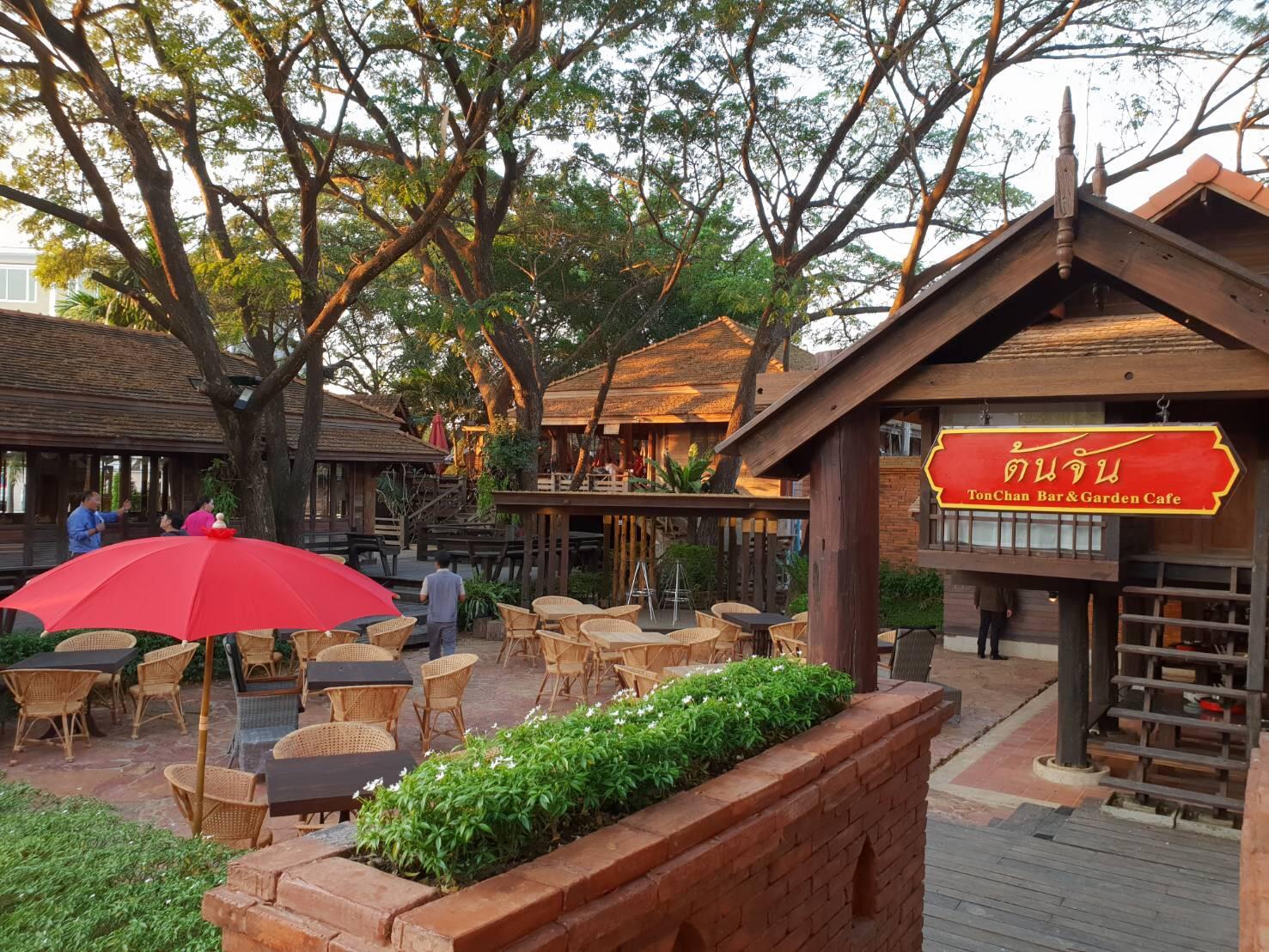 ต้นจัน Secret Bar & Garden Café